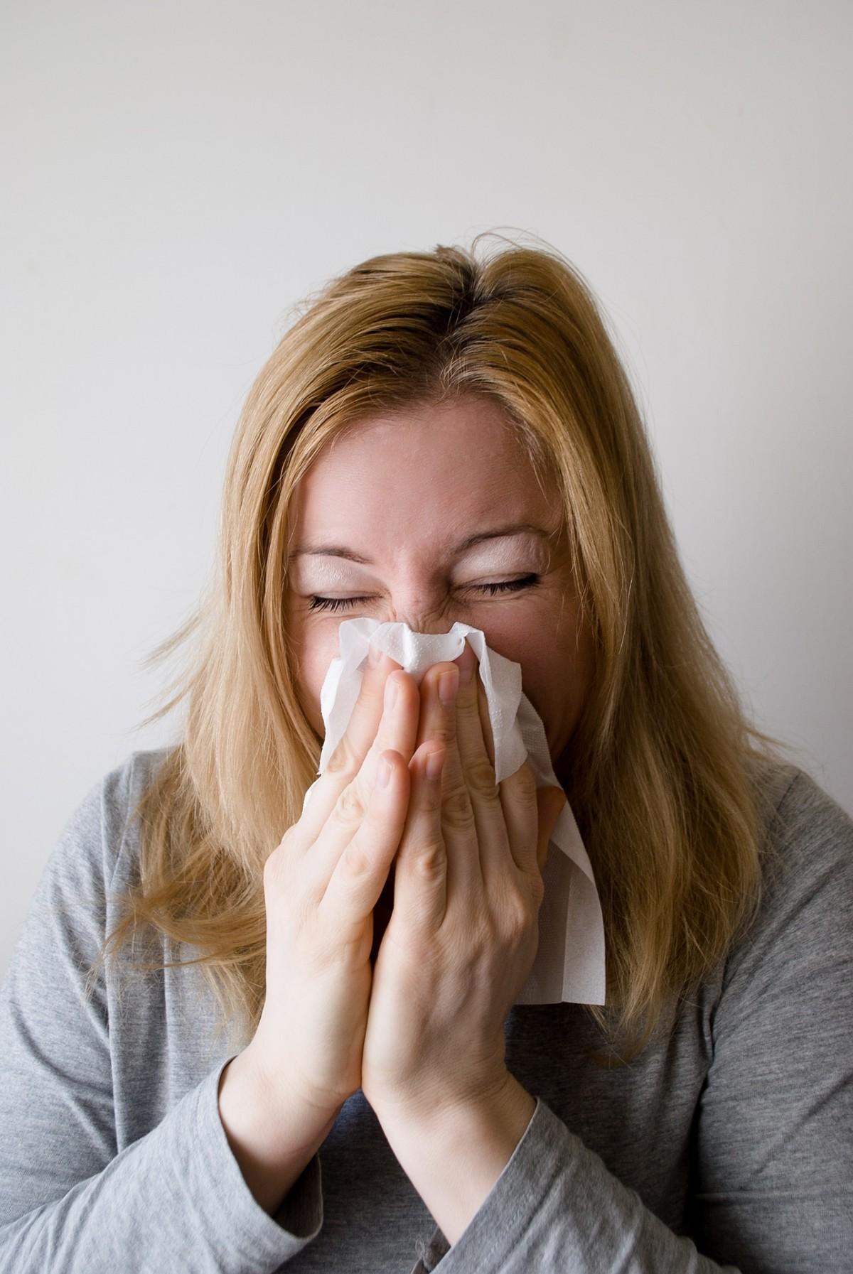 Allergie Pollinose Nießen